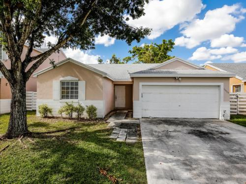 14468 SW 138th Place Photo 1