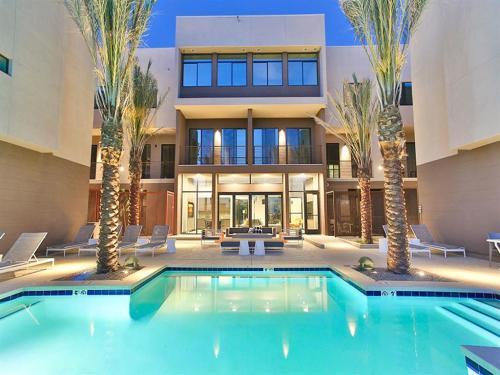 Dusk Scottsdale Apartments Photo 1