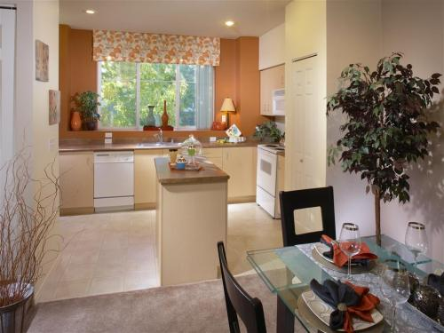 Rock Creek Ridge Townhomes Photo 1