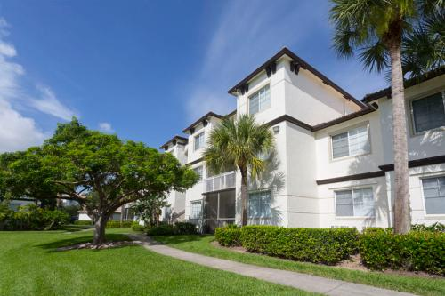 Vista Lago Apartments Photo 1