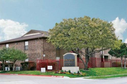 Pine Oaks Apartments Photo 1