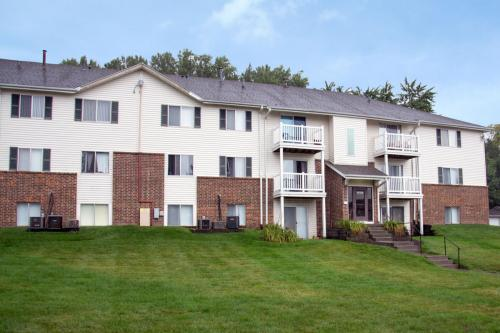 1215 Fawn Parkway Plaza Photo 1