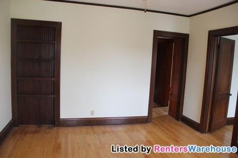 2 bedroom/1 bath unit near Light Rail! Avail 9/1/18!! Photo 1