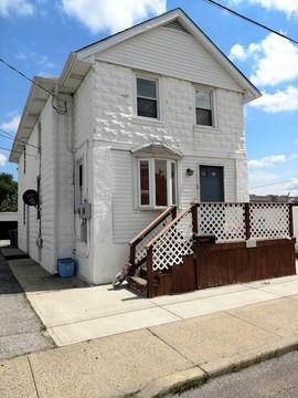 209 Oakwood Avenue #B Photo 1