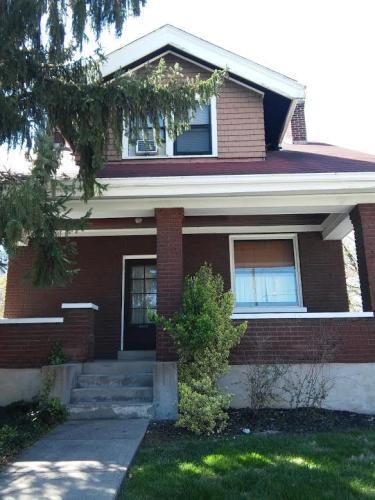 1735 Woodburn Ave Photo 1