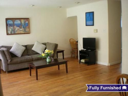555 Forest Ave Photo 1
