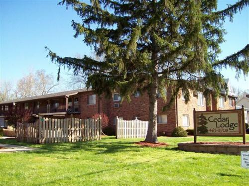 112b Manor Court Photo 1