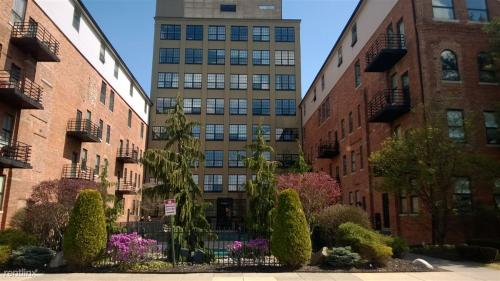 6533 E Jefferson Avenue Photo 1