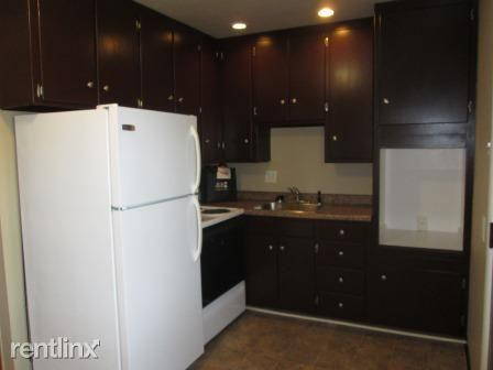 2 bed, 1.0 bath, 750 sqft, $775 Photo 1