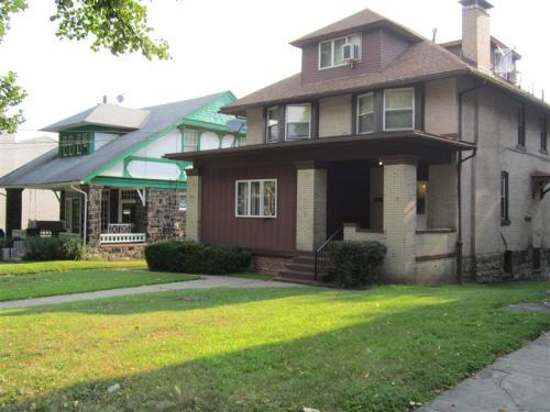 2419 Beechwood Boulevard Photo 1