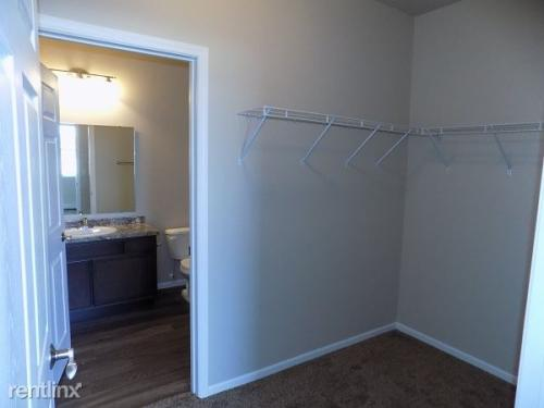 1 bed, 1.0 bath, 870 sqft, $775 Photo 1