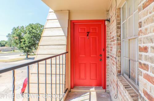 2404 N Reeves Avenue Photo 1