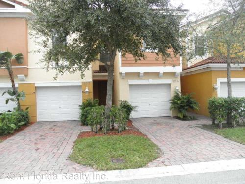 822 Pipers Cay Drive Photo 1
