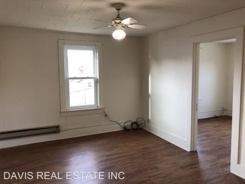 107 1/2 E Park Street 2nd Floor Photo 1