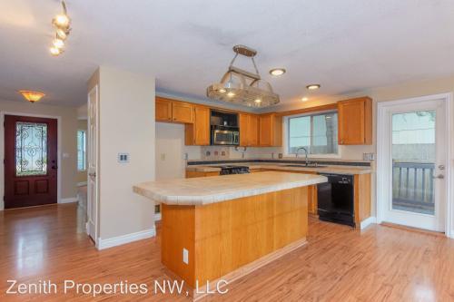 7812 NE 136th Avenue Photo 1
