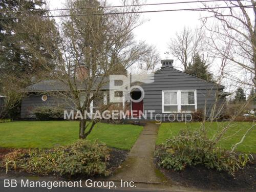 9550 SW Pinehurst Drive Photo 1