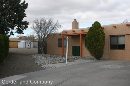 606 Mesa Vista Court SE Photo 1