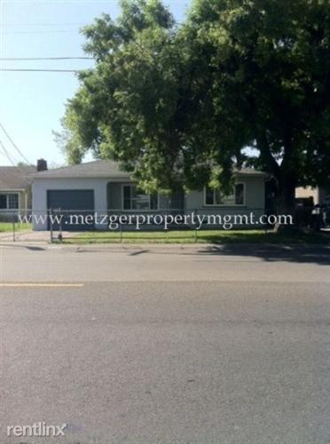 1520 Country Club Blvd Photo 1