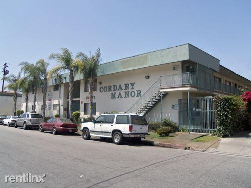 13637 Cordary Avenue Photo 1