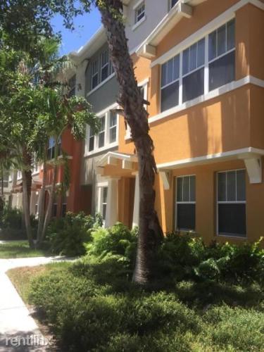 810 Marina Del Ray Lane #7 Photo 1