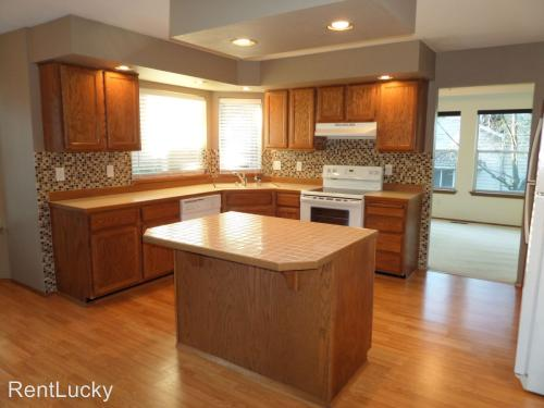 5617 Lakeland Hills Way SE Photo 1