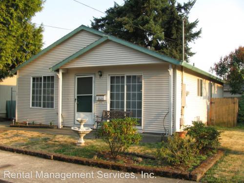 8626 SE Glenwood Street Photo 1