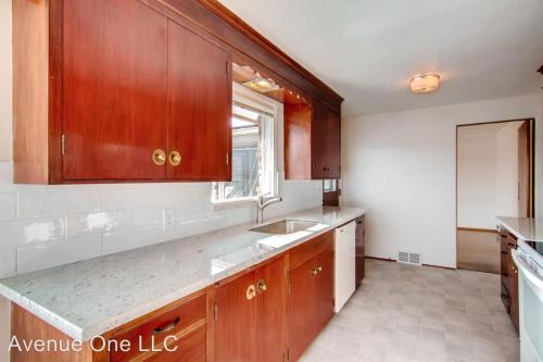 4402 54th Avenue NE Photo 1
