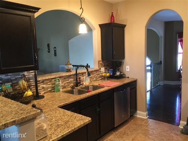 The property 112 Hickory Trce APT 4, Clarksville, TN 37040 is currently not for sale..
