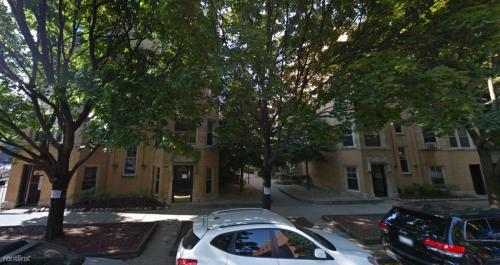 911 W Oakdale Avenue Photo 1
