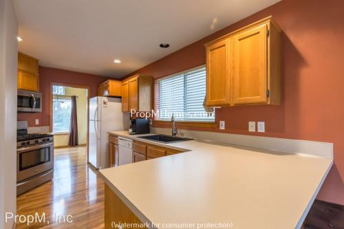 14093 SE Sieben Park Way Photo 1