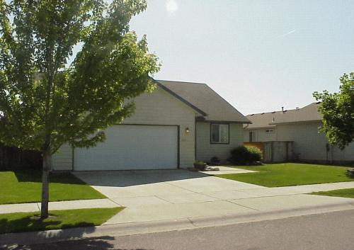 5828 N Loraine Photo 1