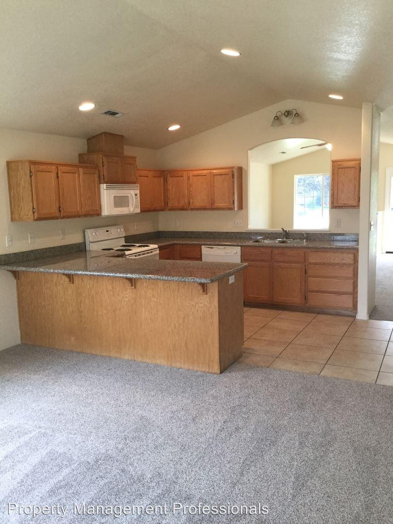 896 Archer, Medford, OR 97501 | HotPads