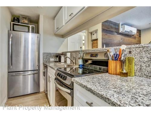 1301 S Howard Avenue Photo 1
