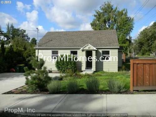 8007 SW Mapleleaf Street Photo 1