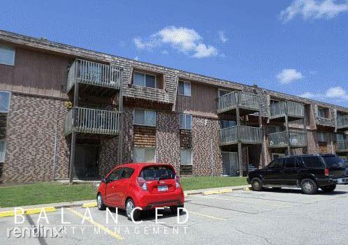 2324 SW Briarwood Plaza Photo 1