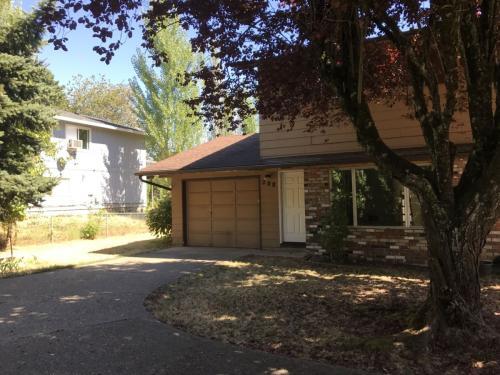 208 SW Wallula Ave Photo 1