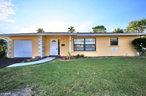 1377 NW 55th Ave Photo 1