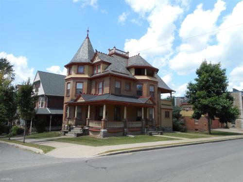 302 Glenwood Avenue Photo 1