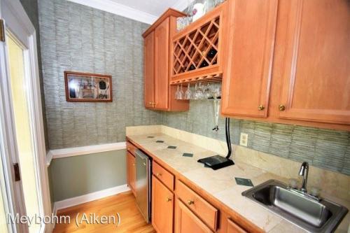 208 Red Oak Lane Photo 1