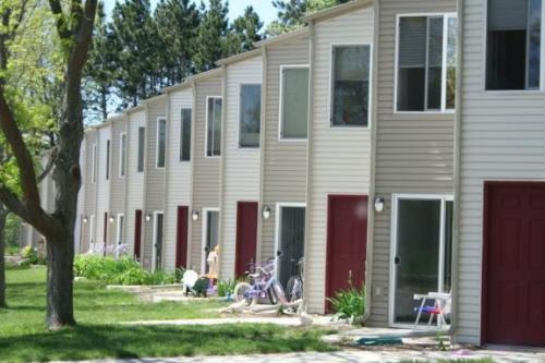 1115-1116-1123-1124 S Cedar Street Photo 1