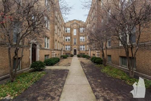 2100 W Ainslie Street Photo 1