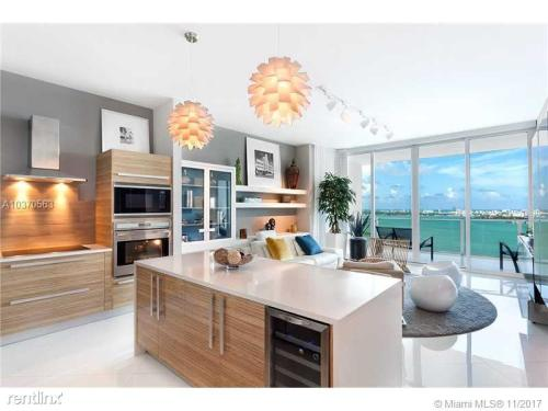 2020 N Bayshore Drive Photo 1