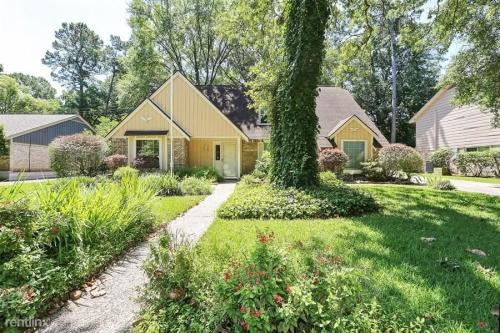 5915 Lodge Creek Drive Photo 1