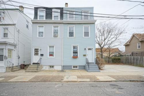 423 Hunter Street Photo 1