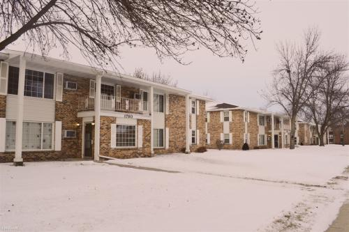 1740 Lee Boulevard Photo 1