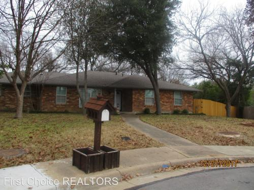 1226 Greenbriar Circle Photo 1