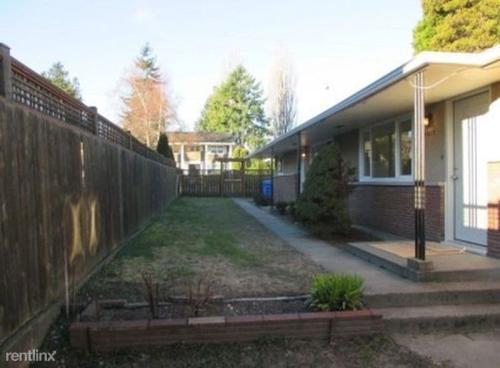 4017 Pacific Avenue Photo 1