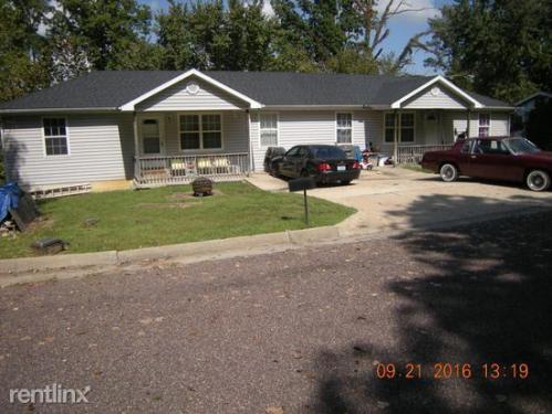 4413 Oakview Drive Photo 1