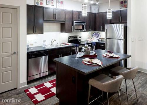 444 W Commerce St Dallas Tx 75208 Photo 1