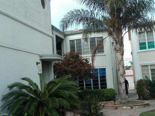 1215 S La Cienega Boulevard Photo 1